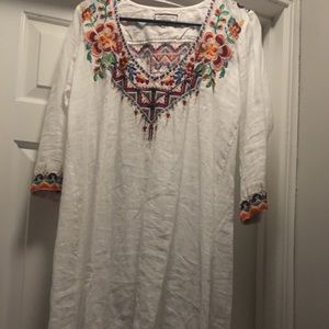 Johnny Was White tunic with native multi trim